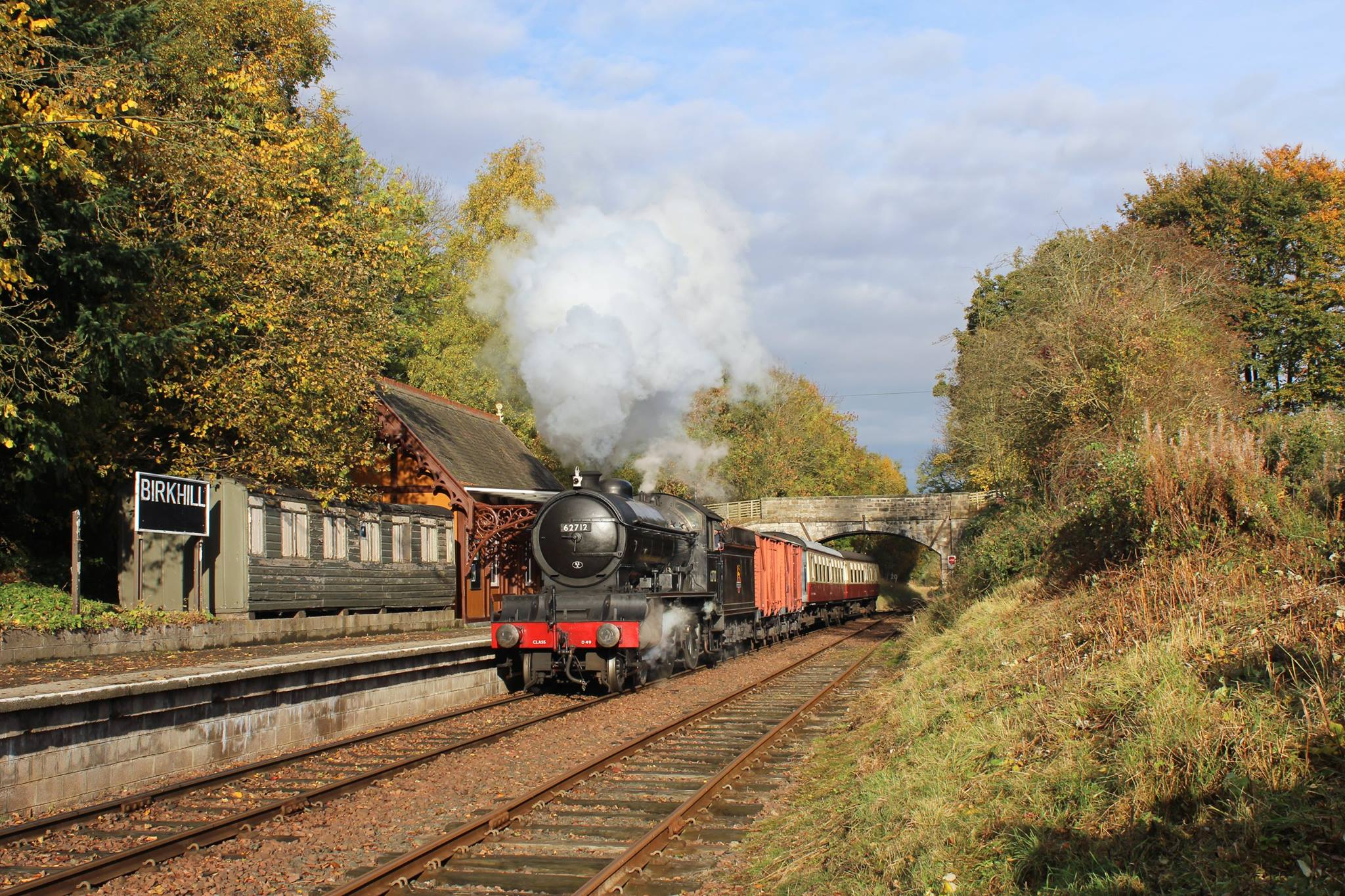 (Andrew Fowler) 62712 at Birkhill Station with a photo charter.